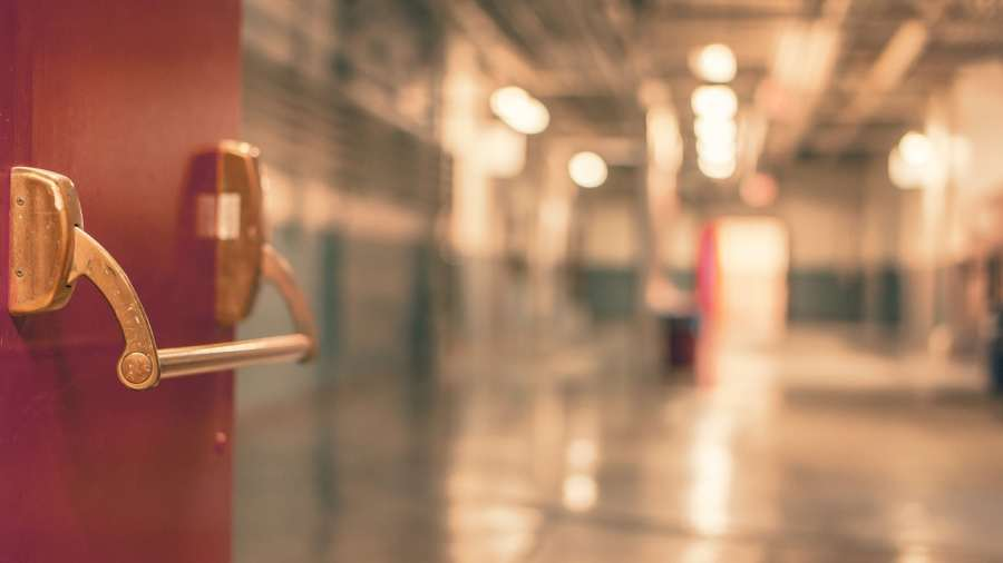 Börtönre ítélték a veszélyhelyzet idején kórházi dolgozókra támadó férfit