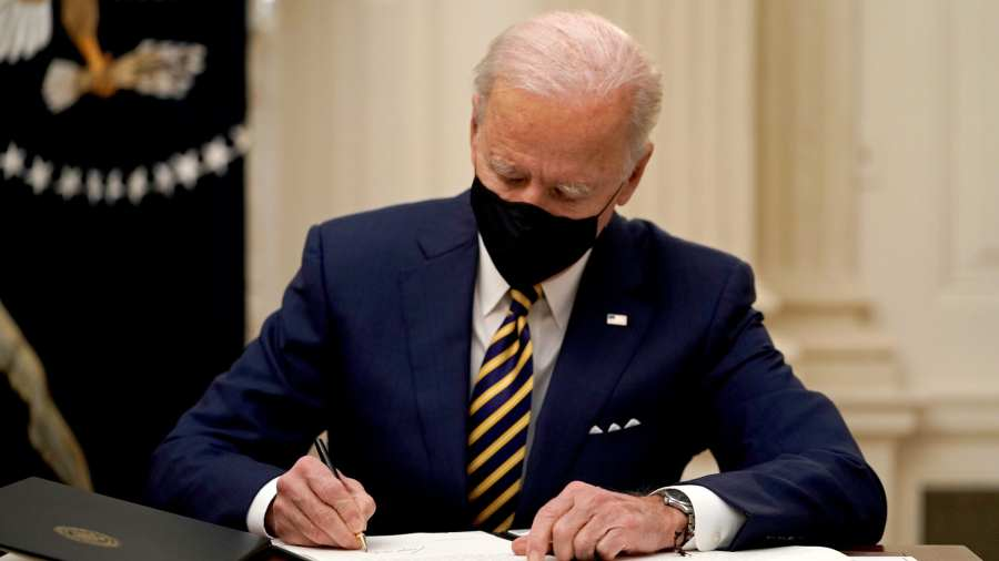 Már az első hivatali napján a genderlobbinak kedvezett Joe Biden