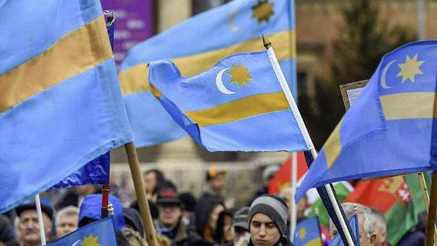 Gyergyóremete: Levetettek egy székely zászlót, válaszul százat tűznek ki