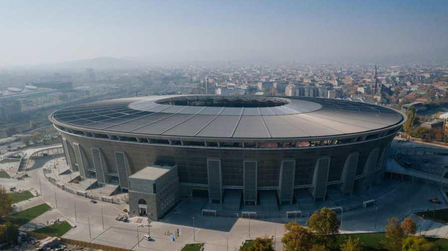 Mayer Gábor: Elpuskázott stadionok arénái