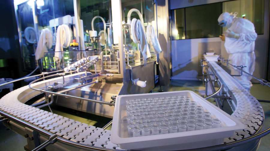 A BioNTech elkezdte beindítani németországi oltóanyaggyárát