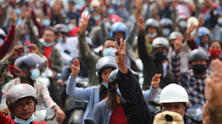 A puccsisták ellen tiltakoztak Mianmarban