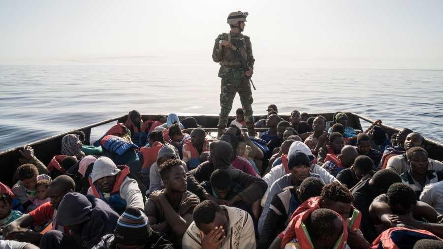 Anglia megtagadhatja az illegális migránsok letelepedési jogát