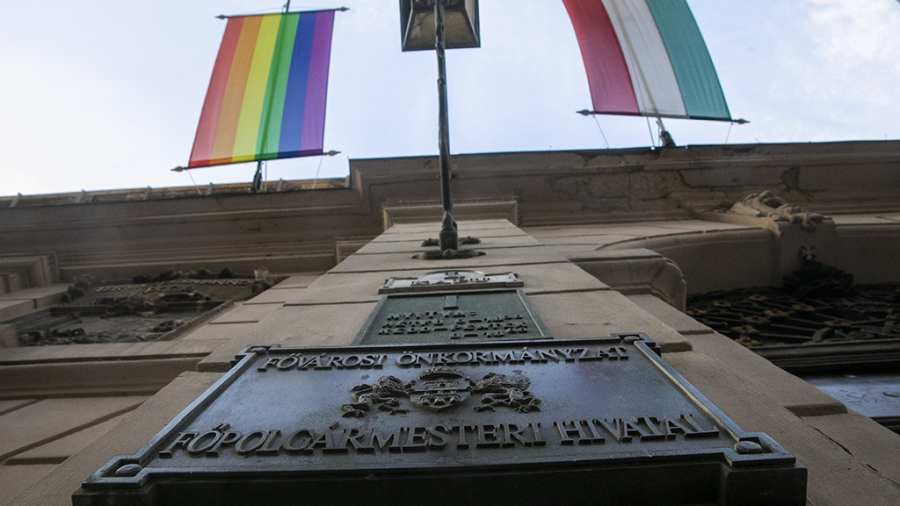 Az ügyészség szerint nem vált ki megbotránkozást a szivárványos zászló