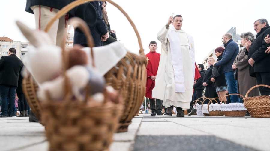 Húsvét - Csíkszeredában több mint 3500-an szenteltették meg az ételüket